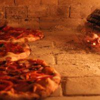 il forno con pizze-min